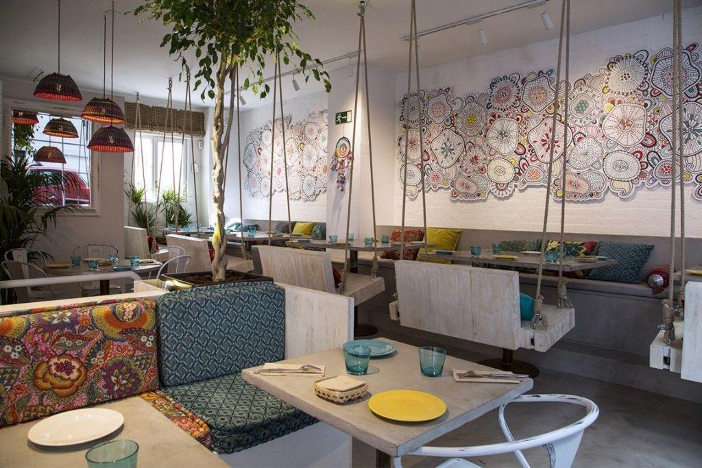 mobiliario de microcemento en restaurante