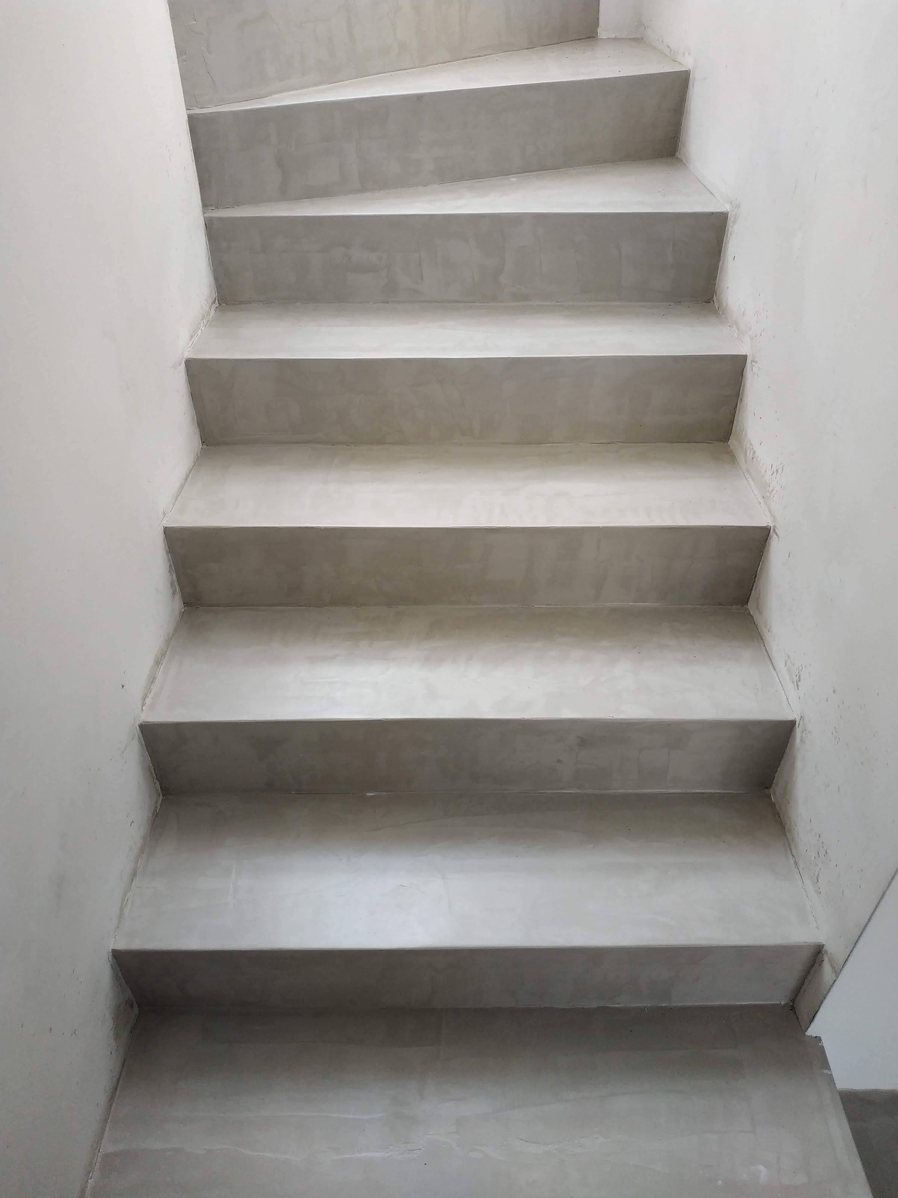 Escaleras revestidas con microcemento